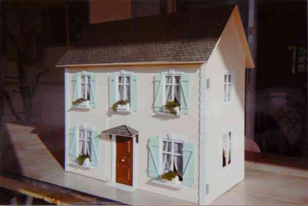 La maison de poup e for Maison miniature en bois